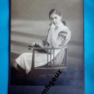 Ученица. Девушка с книгой. Художественная фотограф