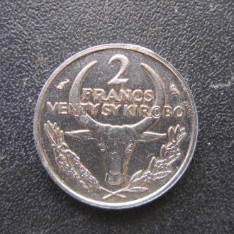 2 франка Мадагаскар 1965 фауна буйвол