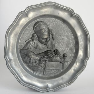 Оловянная тарелка панно Белошвейка, Germany