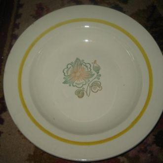 Старая глубокая тарелка Буды