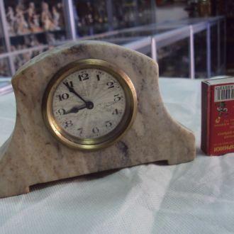 часы настольные камень