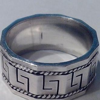 Серебр. кольцо с греческим орнаментом. 6,36 г  17р