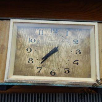 часы настольные МОЛНИЯ 24.04.15 №2