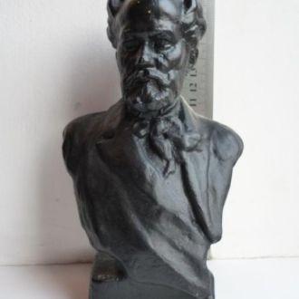 Бюст Чайковского. Чугун 1951 год.