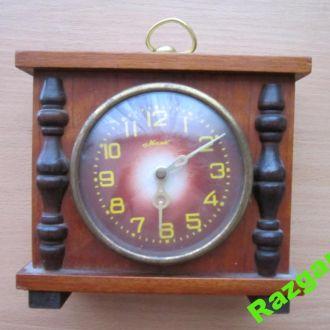 Часы Маяк каминные.