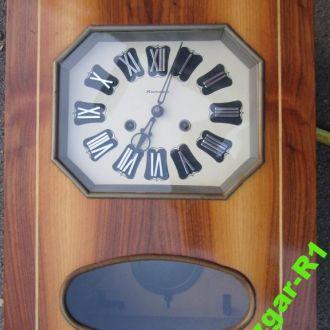 Часы настенные с боем Янтарь.