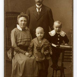 Старое студийное фото Семья 1900е  Harburg Germany