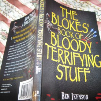 книга из британии аглийский язык!!!!!!вроде ТРЮКИ