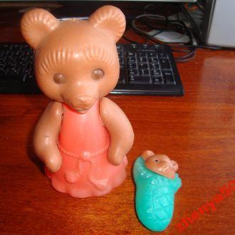 Медведица с ребёнком СССР ( пластик )