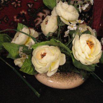 букет цветов и ваза к ним