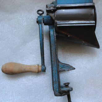 Антикварна крупорушка, мельничка для крупи Австрія