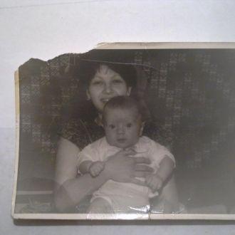 Фото Тая Повалий  с сыном Денисом 1983год