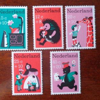 Нидерланды,1967г. дети М888/892-3,5эвро**