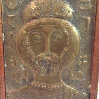 Чеканка в деревянной рамке *Володимир Великий*.