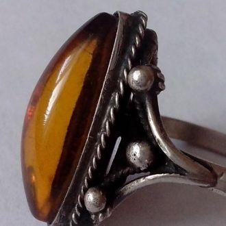 Кольцо с натур. янтарем Авторская работа Мельхиор