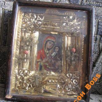 Смоленская Икона Божией Матери (Одигитрия) в киоте
