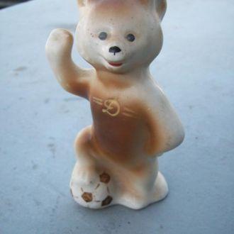 Медведь. Медвеженок с мячем. Динамо.