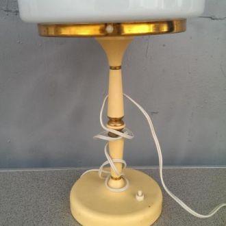 Лампа светильник железный молочное стекло