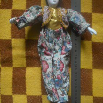 Кукла фарфоровая. Англия.