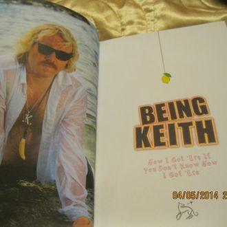 Being Keith на английском языке книга из БРИТАНИИ