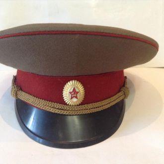 Фуражка офицера Советской Армии.