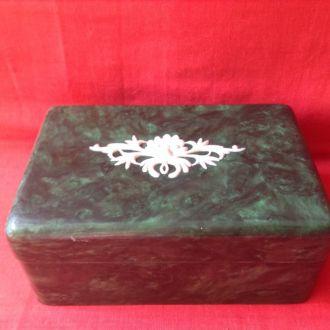 Шкатулка зелёная деревянная в бакилитовом покрытии