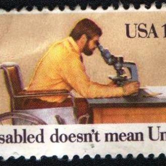 США (1981) Работающий с микроскопом инвалид
