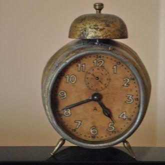 часы настольные будильник Юнганс JUNGHANS .1927год