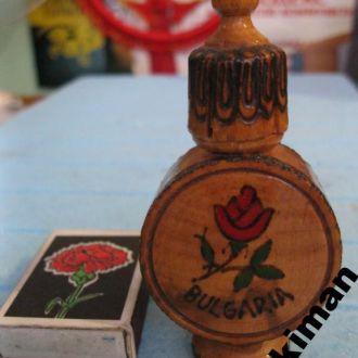 Флакон и деревянная коробка от розовых духов