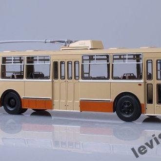 Тролейбус ЗИУ 9 масштаб 1:43 SSM ССМ