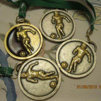 лот=4 медаль металл футбол из британии сувенир