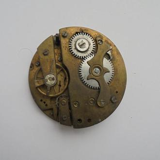Часть механизма старинных карманных часов. (№281).