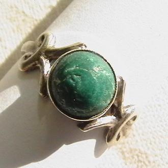 Кольцо с настоящим уральским малахитом. Серебро 875, ''звезда''.