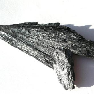 Кианит черный минерал 24.5 грамм