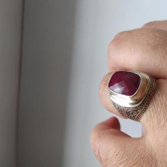 Серебряный массивный перстень с рубином в 9 карат.
