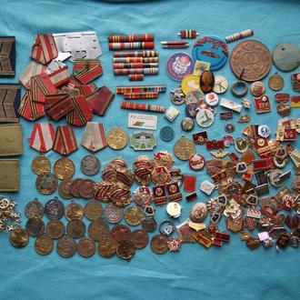 СУПЕРЛОТ !! Набор медалей  значков жетонов пуговиц  и много друг. Около 300 штук в лоте.