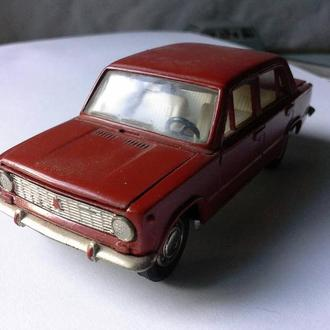 Модель СССР 1 :43 ВАЗ-2101 жигули Есть отлущение краски видно на фото