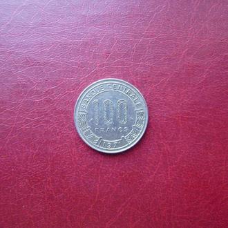 Камерун 100 франков 1971. Год в ленте.