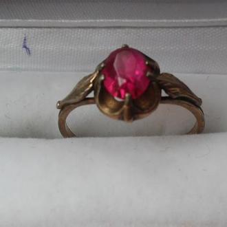 Перстень, кольцо с красным камнем, серебро 875 пробы, позолота