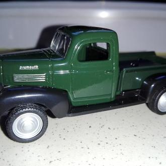 1/43 PLYMOUTH 1941 Truck. Die-Cast.