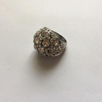 Кольцо. Камни.