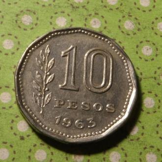 Аргентина 1963 год монета 10 песо всадник !