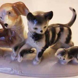 Такса и кошки . Германия