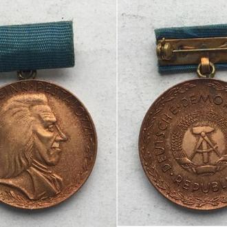"""Медаль """"Песталлоци За верную службу"""". Германия, ГДР.(цвет бронза)"""