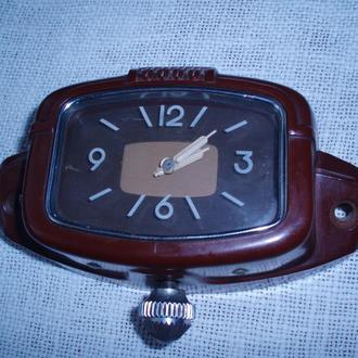 Часы автомобильные. 50-е годы.