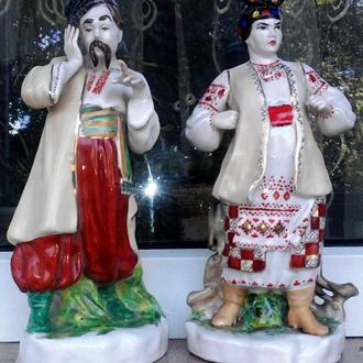 Статуетки:  Карась і Одарка.  Знаменита скульптурна група Карась та Одарка.  У відмінному стані, у К