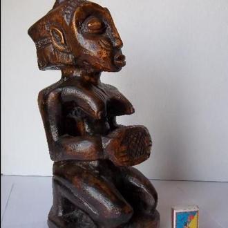 """Африканская деревянная статуэтка """"Женщина с сотами"""""""