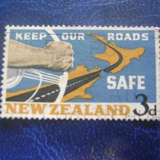 Рука на колесе & карта Новая Зеландия