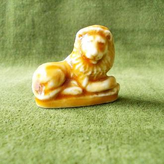 №129.4 Фарфоровая миниатюрная фигурка статуэтка Лев высота: 3 см.