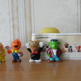 Хэллоуин 2001год,4 штуки +вкладыш